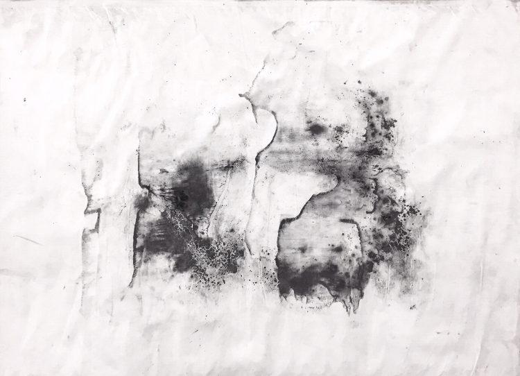 Riccardo Angelini, Memoria akascica 01, 2018, gesso carboncino polvere di grafite su carta kraft intelata, cm 70x100